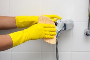 Почистване на душ кабини