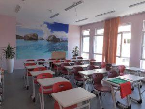 Почистване на класна стая в Училище